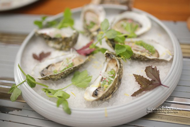 Oysters with Parsley and Chardonnay Vinegar Sago Pearls (S$58 per dozen)