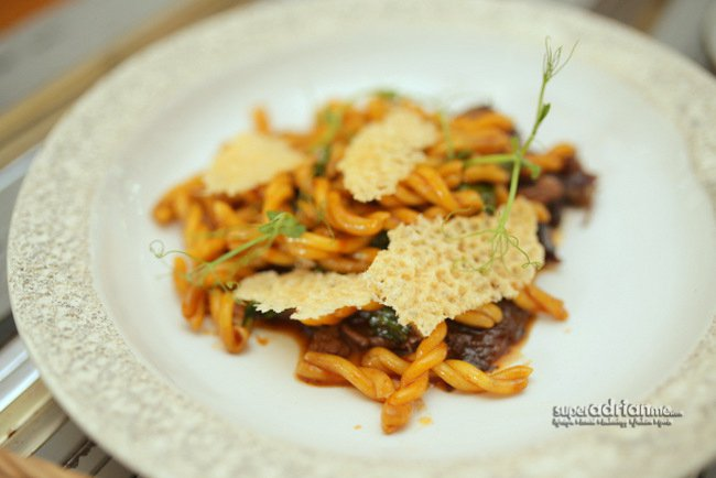 Strozzapreti with Braised Oxtail (S$24)